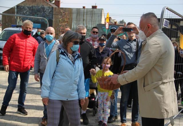 Mieszkańcy mogli wejść do odnowionego Parku Strzeleckiego punkt o godz. 12. Witał ich prezydent Ludomir Handzel