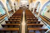 W kościołach na mszy może być tylko pięć osób - kolejne decyzje biskupów. Co z uroczystością pierwszych komunii?