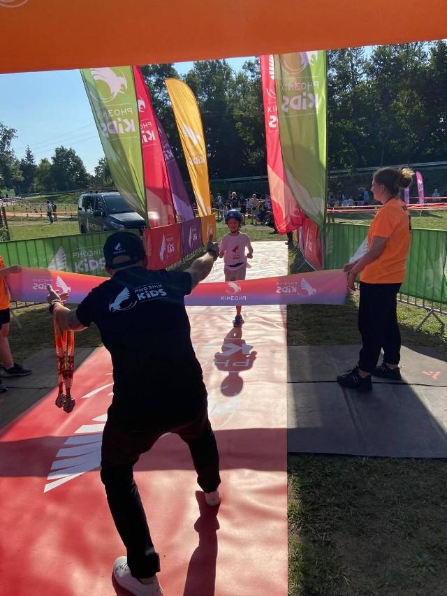 JBL Triathlon Sieraków 2021 wystartował. Jako pierwsze rywalizowały dzieci (3.09.2021).