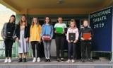 """""""Sprzątanie Świata"""" w Szkole Podstawowej w Koźminku. Uczniowie zachęcali do proekologicznych zachowań"""