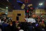 Potężne korki, starcia z policją, pobicie aktorki i mandaty. Tak wyglądał wczorajszy protest kobiet w Warszawie