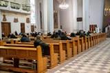 Wielkanoc 2021: Obostrzenia w kościołach. Nowe limity od 27 marca: 1 osoba na 20 m kw. Liczby wiernych mają pilnować proboszczowie