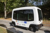 Autobusem przez Cmentarz Łostowicki. Autonomiczny pojazd dowiezie gdańszczan na grób bliskich