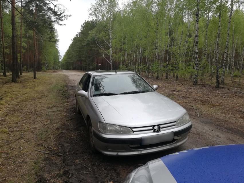 54-latek porzucił swój pojazd, a następnie... zgłosił jego...