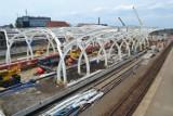 Remont dworca w Gliwicach. Rośnie dach nad peronami [ZDJĘCIA]