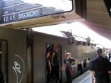 Tak się jeździło na wakacje 20 lat temu. Piętrowe pociągi, autobusy PKS, kraciaste torby, lanosy wypakowane po dach, autostrada w planach