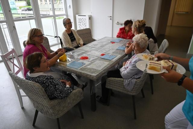 W Tarnowskich Górach zaczęło działać Centrum Aktywności Seniorów. Starsze osoby korzystają tu z różnych form aktywności. Zobacz zdjęcia >>>