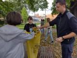 Uczniowie Społecznego Liceum Ogólnokształcącego w Zielonej Górze sprzątali Park Sowińskiego