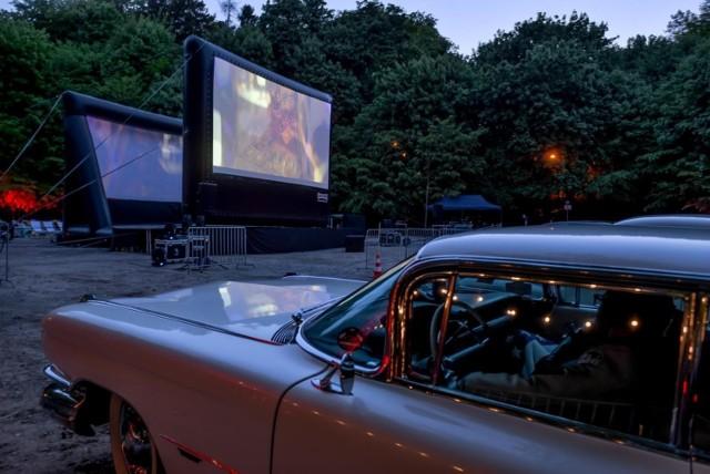 Kino samochodowe na Placu Zebrań Ludowych w Gdańsku. Od 6.06.2020 r. pokazy w każdy weekend