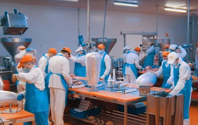 Tak wygląda linia produkcyjna kebabu w zakładzie firmy Donya Doner Kebab w Zdunach. Podobny zakład ma powstać do końca roku w Cieszkowie!