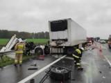 Fatalnie wyglądające zderzenie dwóch tirów na autostradzie A2 między węzłami Buk i Nowy Tomyśl. Rano przewróciła się też cysterna [ZDJĘCIA]