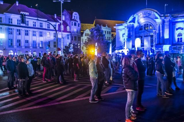 Skyway 2018 to festiwal, na który składają się instalacje, których podstawową materią jest światło. Rozproszone w wielu punktach miasta świetliste dzieła sztuki, projekcje, interaktywne prezentacje przygotowane są przez międzynarodowe grono artystów specjalnie do prezentacji w Toruniu. Dzięki podświetleniom i projekcjom swój kształt zmieniają budynki i place, zyskując nowe, nieznane dotąd oblicze. Szczegóły w artykule poniżej.