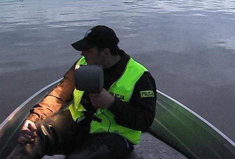 Policja patroluje zalane tereny dniem i nocą