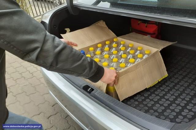 Nielegalny alkohol, przekazany przez dolnośląską policję i prokuraturę, wałbrzyskim ratownikom medycznym do dezynfekcji