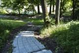 Park na Książęcem w centrum Warszawy. Romantyczne zacisze z podziemną rotundą