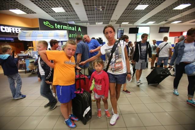 Lotnisko w Pyrzowicach: Polscy turyści wracają z Tunezji