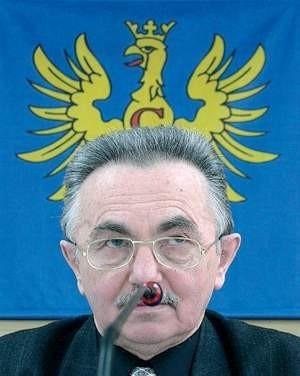 Przewodniczący Rady Powiatu Ludwik Kuboszek zainaugurował sesje w nowej sali starostwa. Wojciech Trzcionka