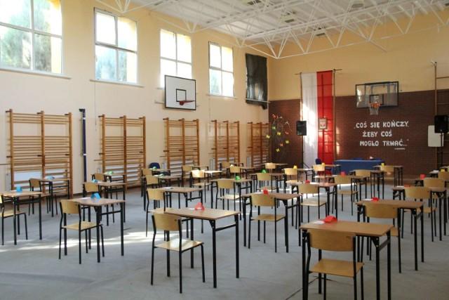 Dziś egzamin z języka obcego. Odwiedziliśmy maturzystów z Zespołu Szkół w Sierakowie (8.05.2019).