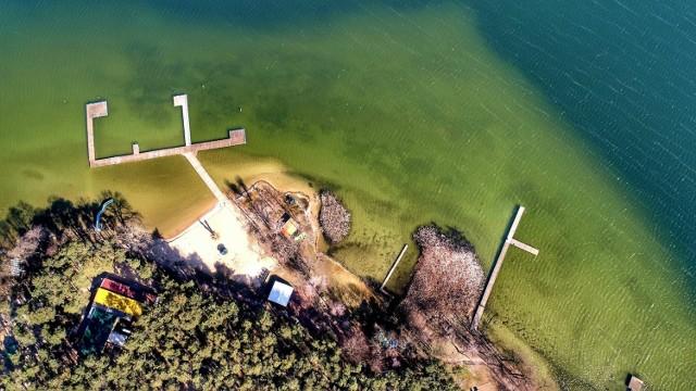 Jezioro Niesłysz z lotu ptaka na zdjęciach Grzegorza Walkowskiego