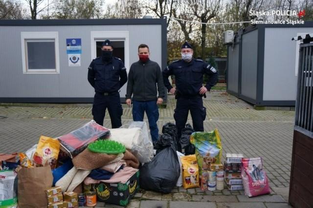Policjanci z Siemianowic Śląskim przekazali dary dla zwierzaków z chorzowskiego schroniska