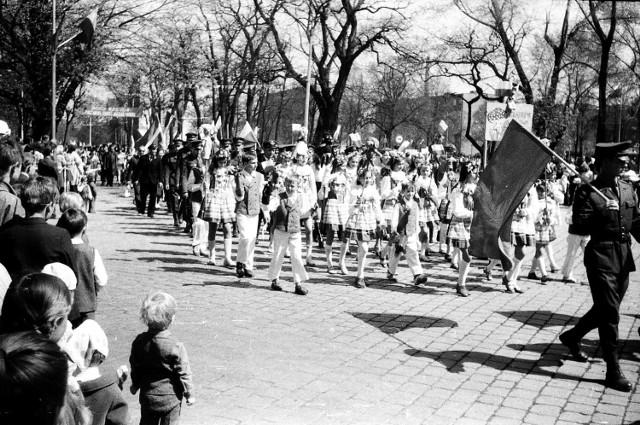 Majowy pochód ulicami Głogowa  - 1973 rok