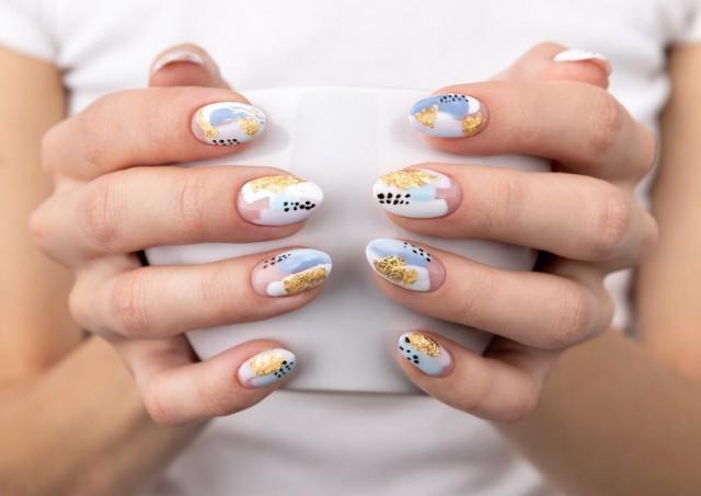 W galerii znajdziesz cudowne inspiracje na paznokcie na wiosnę 2021 - zarówno na krótkie, jak i długie paznokcie.