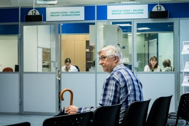Każdy emeryt i rencista otrzyma decyzję z ZUS z podaną nową kwotą, a podwyższone świadczenie zostanie wypłacone w dotychczasowym terminie wypłaty już w marcu.