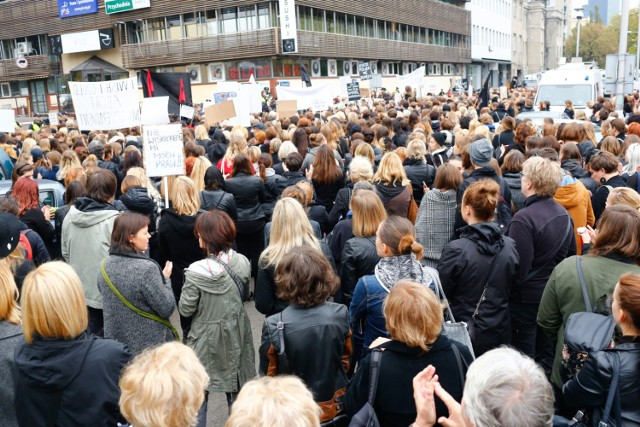 Czarny protest Warszawa - zamknięte kawiarnie i restauracje. Gastronomia strajkuje