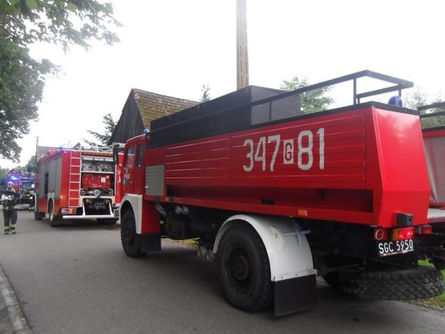 Cztery zastępy straży pożarnej walczyły z pożarem w Charnowie. Ogień pojawił się wewnątrz budynku gospodarczego.