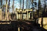 Tajemnicze miejsca niedaleko Żar. Ukryty cmentarz górników w Zielonym Lesie. Kto i dla kogo zbudował mauzoleum?