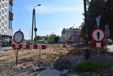 Skrzyżowanie w centrum Wielunia w przebudowie. Kierowcy nagminnie jeżdżą pod prąd Podwalem ZDJĘCIA