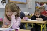 Kiedy ósmoklasiści i maturzyści wrócą do szkół? Data powrotu niepewna. Oto możliwy scenariusz