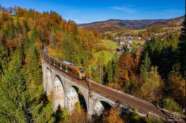 W grudniu 2021 powinna być wyremontowana cała linia kolejowa do Wisły. W 2020 remont objął odcinek Chybie-Skoczów, w 2021 prace będą prowadzone na odcinku Skoczów - Wisła Głębce.  Zobacz kolejne zdjęcia/plansze. Przesuwaj zdjęcia w prawo - naciśnij strzałkę lub przycisk NASTĘPNE