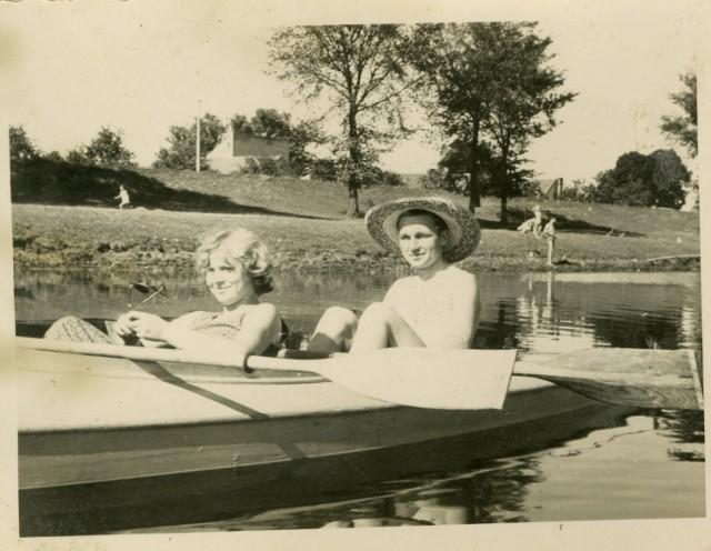 Zobaczcie stare zdjęcia Gorzowa. Jak mieszkańcy bawili się zimą i i odpoczywali latem?
