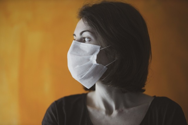 Osoby zamieszkujące z chorym ze wskazaniem do izolacji są bardzo narażone na zakażenie koronawirusem