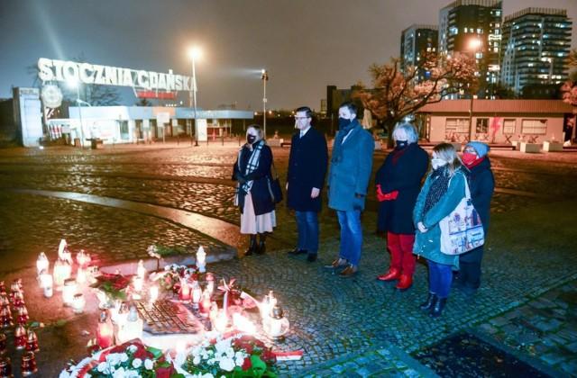 13.12.2020 władze Gdańska oddały hołd ofiarom stanu wojennego przy Pomniku Poległych Stoczniowców
