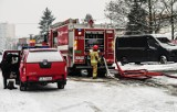 Zarobki w straży pożarnej 2021: ile zarabiają polscy strażacy? Poznaj najnowsze STAWKI za służbę w PSP. Tak płacą w Polsce