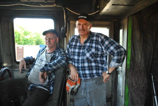 Pan Andrzej i pan Krzysztof przyznają, że to niełatwa praca. W kabinie jest bardzo gorąco