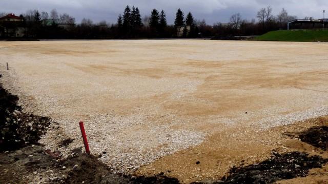 Przebudowa buskiego Stadionu Miejskiego została zrealizowana w zaledwie 30 procentach - teraz czas na dokończenie robót.