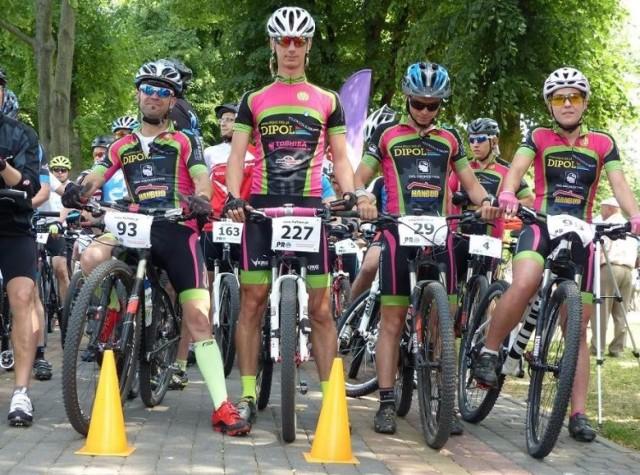 Ścigając się na rowerach rywalizowali zarówno profesjonaliści, amatorzy jak i dzieci.