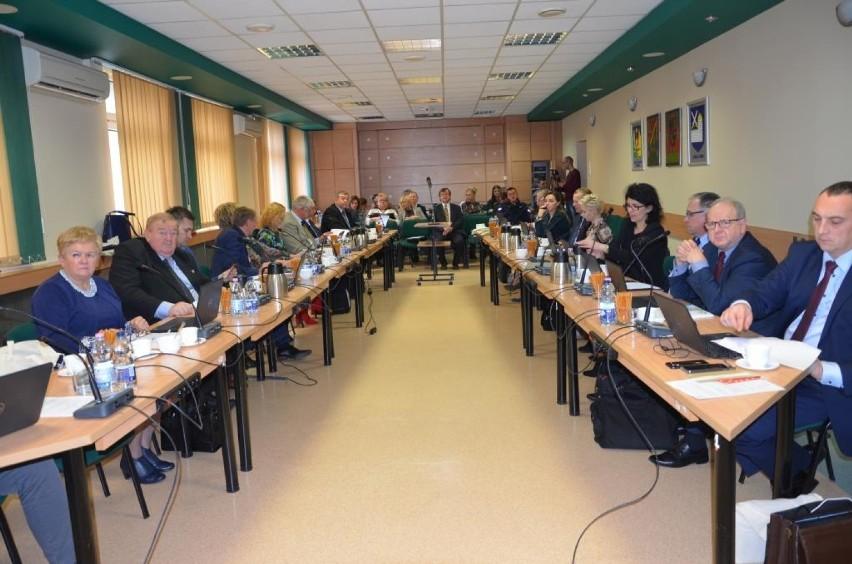 Radni powiatu konińskiego obradowali po raz dwunasty w tej kadencji. Podjęli cztery uchwały i zatwierdzili plan kontroli Komisji Rewizyjnej