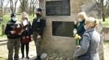 Żonkile pamięci. Uczniowie  Zespołu Szkół Energetycznych i Transportowych w Chełmie uczcili pamięć pomordowanych Żydów. Zobacz zdjęcia