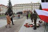 Pruszcz Gdański. Uroczystości w Święto Niepodległości 2020 [ZDJĘCIA]. Symboliczna kwiaty pod pomnikiem Nikie|ZDJĘCIA