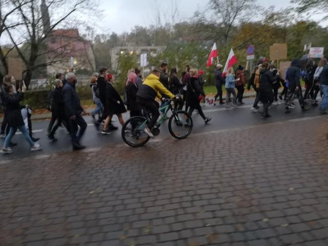 W Gubinie i Krośnie Odrzańskim odbyło się już kilka strajków kobiet. Jak wyglądały, można zobaczyć na zdjęciach. W tym tygodniu planowane są kolejne.