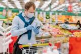Nowe wytyczne w sklepach: klienci bez maseczek nie będą obsługiwani. Ikea wydała komunikat, Tesco i Biedronka zmieniają zasady obsługi