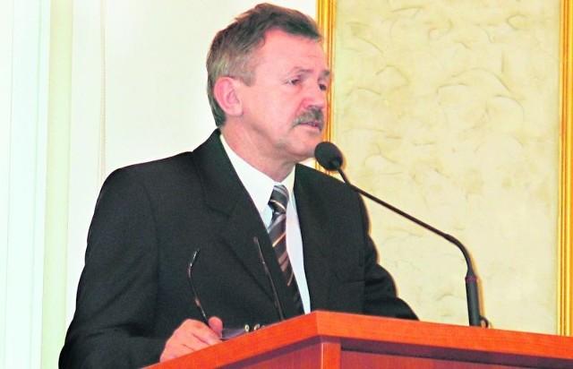 - Wielu z nas wie, że warunki lokalowe i techniczne są o niebo lepsze w szpitalu sycowskim, niż w oleśnickim - przypomina Stanisław Czajka