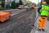 Trwa remont zniszczonych ulic w okolicach Królewskiej [GALERIA]