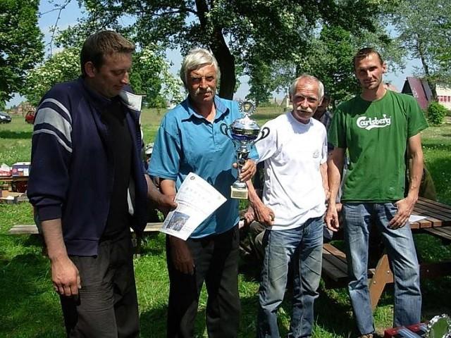 Startujące drużyny otrzymały puchary, dyplomy i upominki