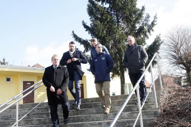 Przedstawiciele drużyny z Irlandii wizytowali obiekty w Chojnowie