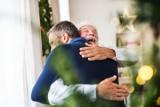 Boże Narodzenie 2020 – prezenty dla mężczyzny. Co kupić tacie pod choinkę?